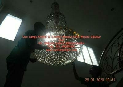 cuci-lampu-kristal-di-kota-wisata-09