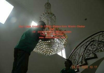 cuci-lampu-kristal-di-kota-wisata-10