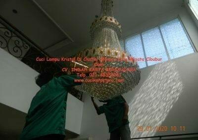 cuci-lampu-kristal-di-kota-wisata-11
