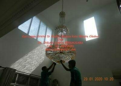cuci-lampu-kristal-di-kota-wisata-13