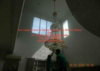 cuci-lampu-kristal-di-kota-wisata-14