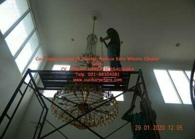 cuci-lampu-kristal-di-kota-wisata-25