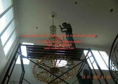 cuci-lampu-kristal-di-kota-wisata-26
