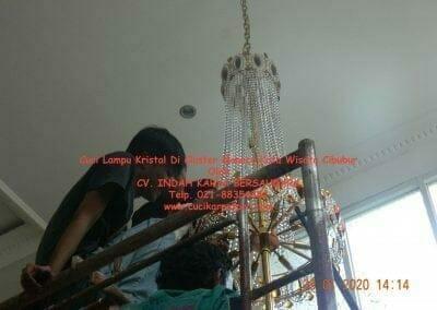 cuci-lampu-kristal-di-kota-wisata-32