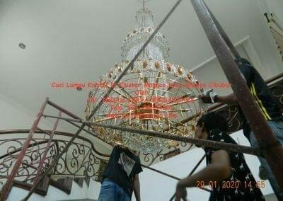 cuci-lampu-kristal-di-kota-wisata-36