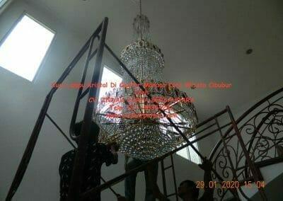 cuci-lampu-kristal-di-kota-wisata-39