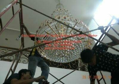 cuci-lampu-kristal-di-kota-wisata-40