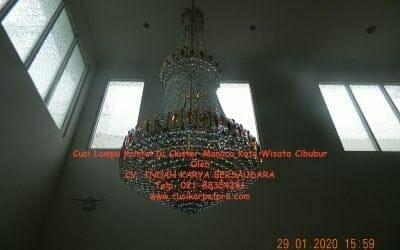 Cuci lampu kristal di Kota Wisata Cibubur cluster Monaco