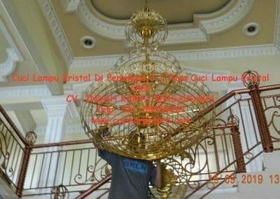 cuci-lampu-kristal-di-perumnas-3-01