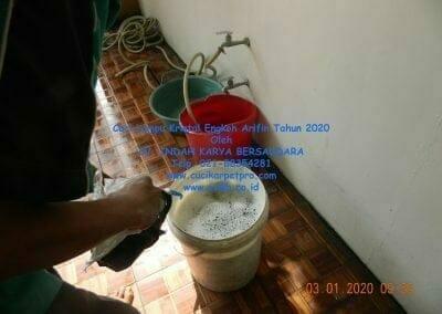 cuci-lampu-kristal-engkoh-arifin-tahun-2020-03