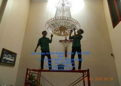cuci-lampu-kristal-engkoh-arifin-tahun-2020-06