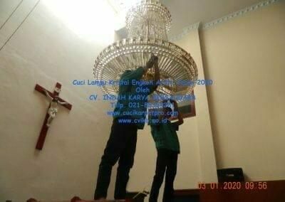 cuci-lampu-kristal-engkoh-arifin-tahun-2020-08