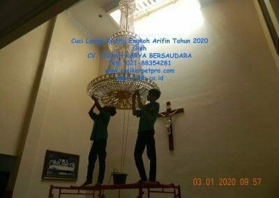 cuci-lampu-kristal-engkoh-arifin-tahun-2020-09