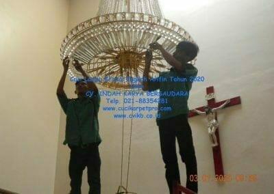 cuci-lampu-kristal-engkoh-arifin-tahun-2020-13
