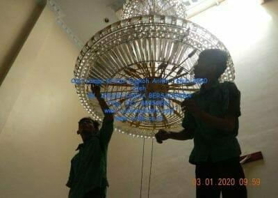 cuci-lampu-kristal-engkoh-arifin-tahun-2020-14