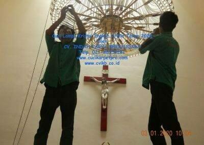 cuci-lampu-kristal-engkoh-arifin-tahun-2020-20
