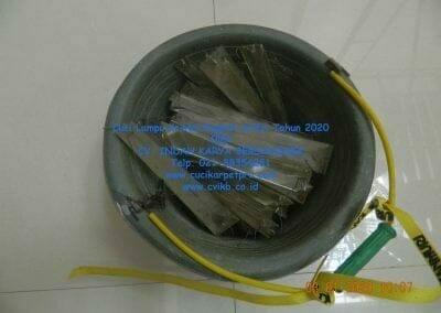 cuci-lampu-kristal-engkoh-arifin-tahun-2020-23