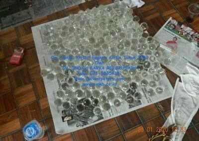 cuci-lampu-kristal-engkoh-arifin-tahun-2020-41