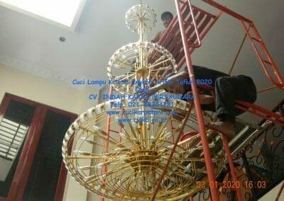 cuci-lampu-kristal-engkoh-arifin-tahun-2020-64