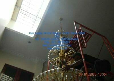 cuci-lampu-kristal-engkoh-arifin-tahun-2020-66