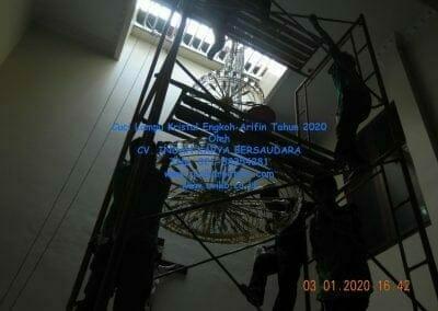 cuci-lampu-kristal-engkoh-arifin-tahun-2020-67