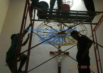 cuci-lampu-kristal-engkoh-arifin-tahun-2020-70
