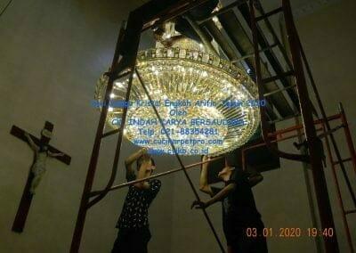 cuci-lampu-kristal-engkoh-arifin-tahun-2020-71