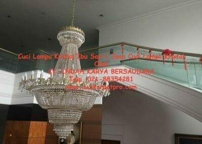 cuci-lampu-kristal-ibu-sari-02