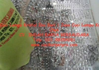 cuci-lampu-kristal-ibu-sari-05