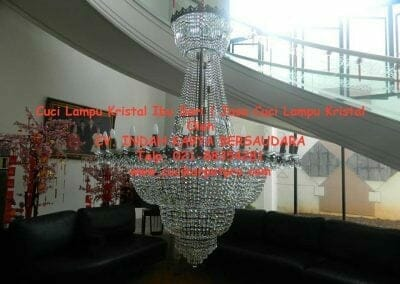 cuci-lampu-kristal-ibu-sari-10