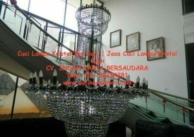 cuci-lampu-kristal-ibu-sari-11