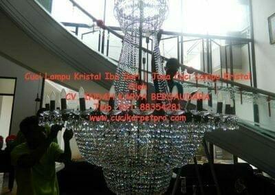 cuci-lampu-kristal-ibu-sari-13