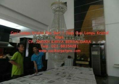 cuci-lampu-kristal-ibu-sari-17