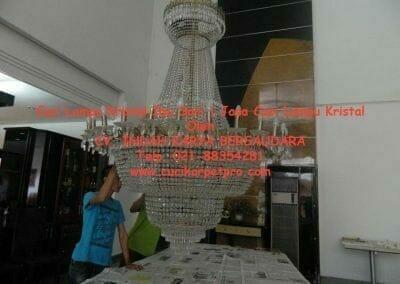 cuci-lampu-kristal-ibu-sari-18
