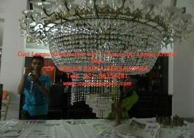 cuci-lampu-kristal-ibu-sari-19