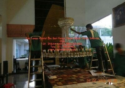 cuci-lampu-kristal-ibu-sari-2018-20
