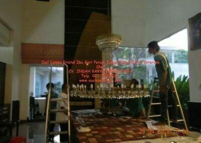 cuci-lampu-kristal-ibu-sari-2018-21