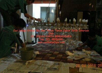 cuci-lampu-kristal-ibu-sari-2018-37