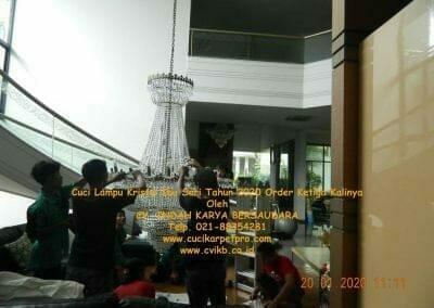 cuci-lampu-kristal-ibu-sari-tahun-2020-02