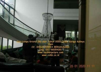 cuci-lampu-kristal-ibu-sari-tahun-2020-03
