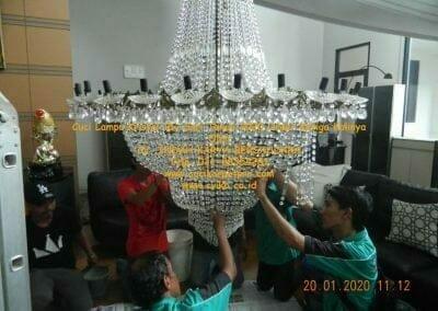 cuci-lampu-kristal-ibu-sari-tahun-2020-05