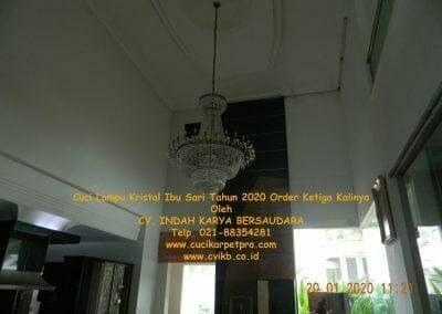 cuci-lampu-kristal-ibu-sari-tahun-2020-09