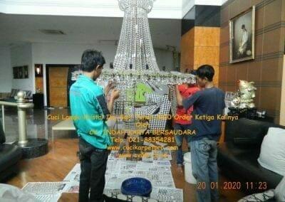 cuci-lampu-kristal-ibu-sari-tahun-2020-11