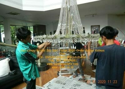 cuci-lampu-kristal-ibu-sari-tahun-2020-12