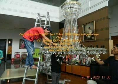 cuci-lampu-kristal-ibu-sari-tahun-2020-18