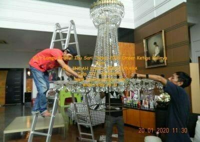 cuci-lampu-kristal-ibu-sari-tahun-2020-19