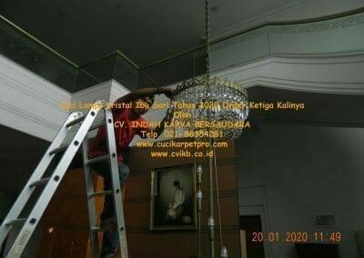 cuci-lampu-kristal-ibu-sari-tahun-2020-34