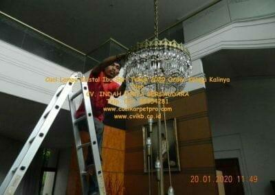 cuci-lampu-kristal-ibu-sari-tahun-2020-35