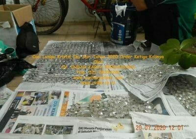 cuci-lampu-kristal-ibu-sari-tahun-2020-37