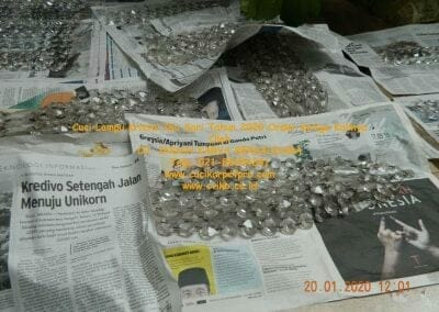 cuci-lampu-kristal-ibu-sari-tahun-2020-38